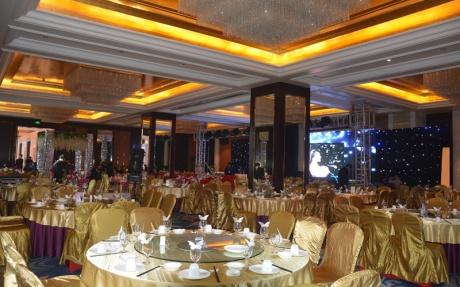 纽约厅 3F [ 最大25桌 · 高5.5m · 2个柱子 · 长方形 · 低消1699 ]
