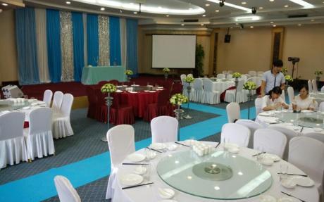 海棠厅1F [ 最大10桌 · 高6.0m · 无柱 · 长方形 ·  ]