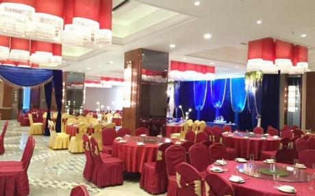 喜百年婚宴厅1F [ 最大25桌 · 高4.0m · 2个柱子 · 长方形 ·  ]