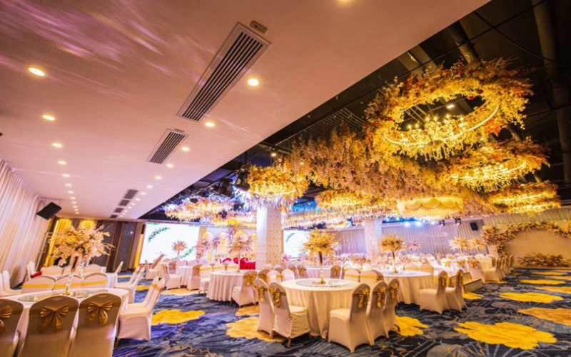 玫瑰厅 [ 最大50桌 · 高3.6m · 4个柱子 · 长方形 · 低消1399 ]