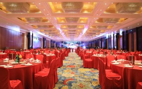 北京厅 2F [ 最大44桌 · 高5.5m · 2个柱子 · 长方形 · 低消2099 ]