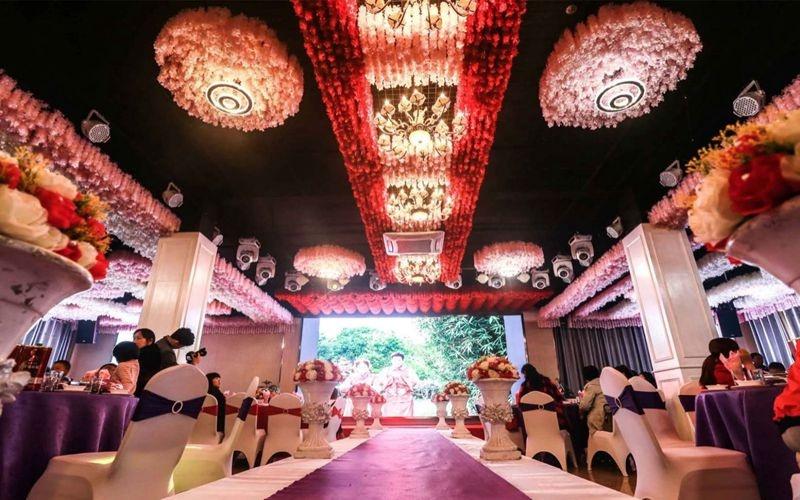 宴会厅 2F [ 最大30桌 · 高3.6m · 4个柱子 · 正方形 ·  ]