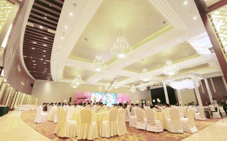 国际厅B区 [ 最大52桌 · 高8.0m · 无柱 · 扇形 · 低消2388 ]