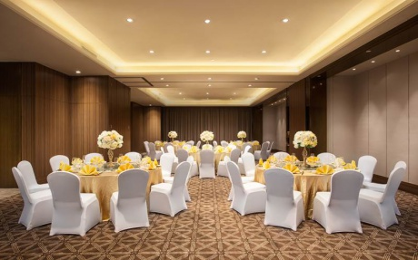 多功能厅 2F [ 最大10桌 · 高3.3m · 2个柱子 · 长方形 · 低消2599 ]