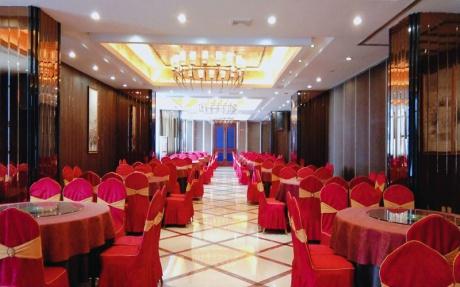 总厅  2F [ 最大56桌 · 高3.5m · 无柱 · 长方形 · 低消1099 ]