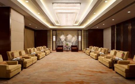 西湖厅 [ 最大6桌 · 高4.3m · 1个柱子 · 长方形 · 低消3988 ]