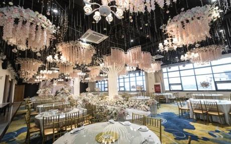 牡丹厅 2F [ 最大22桌 · 高4.5m · 无柱 · 长方形 · 低消1599 ]