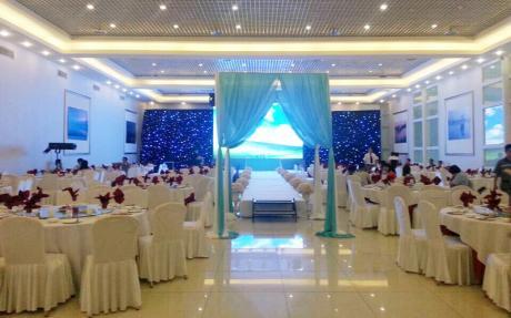 天柱厅1F [ 最大30桌 · 高7.0m · 无柱 · 长方形 ·  ]