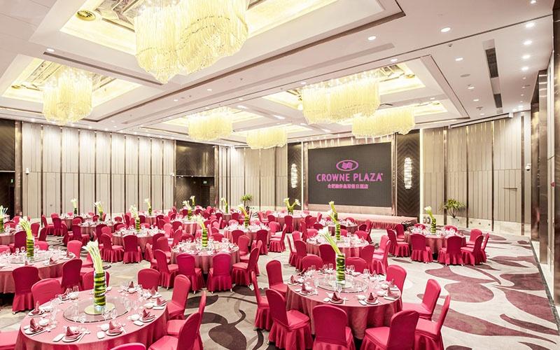 大宴会厅3F [ 最大35桌 · 高8.0m · 1个柱子 · 长方形 · 低消2688 ]