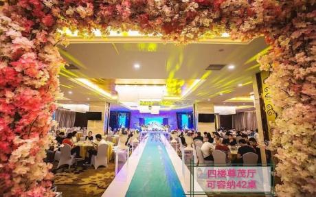 尊茂厅 4F [ 最大42桌 · 高3.8m · 4个柱子 · 长方形 · 低消1699 ]