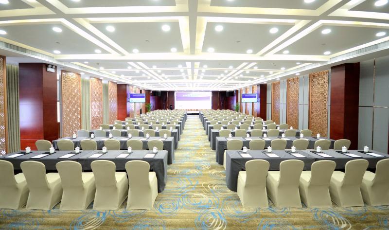 和平宫 3F [ 最大18桌 · 高3.6m · 无柱 · 长方形 · 低消1699 ]