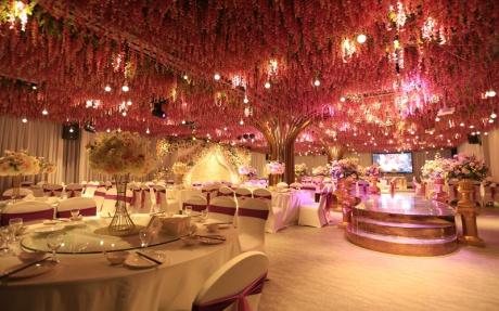 紫罗兰厅 [ 最大30桌 · 高4.0m · 3个柱子 · 长方形 · 低消1799 ]