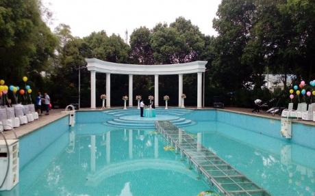 酒店户外泳池婚礼