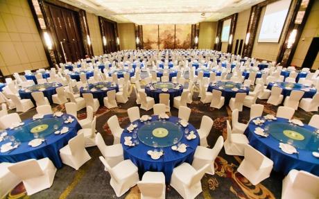 大宴会厅 3F [ 最大65桌 · 高8.5m · 无柱 · 长方形 · 低消3699 ]