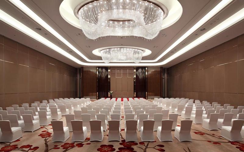 大宴会厅 [ 最大60桌 · 高7.0m · 无柱 · 长方形 · 低消3888 ]