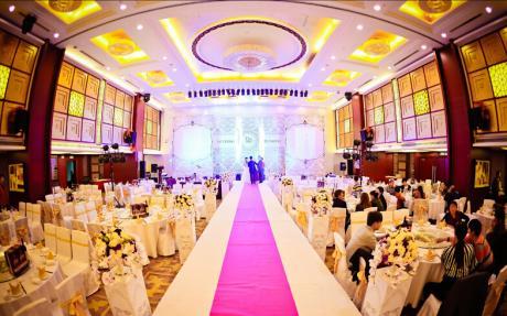 淮河大宴会厅3F [ 最大30桌 · 高7.0m · 3个柱子 · 长方形 · 低消2299 ]