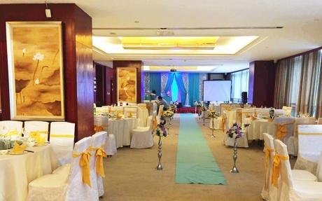 九华山厅3F [ 最大10桌 · 高3.0m · 4个柱子 · 长方形 · 低消1299 ]