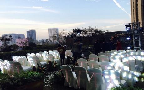 户外婚礼 [ 最大10桌 · 高0.0m · 无柱 ·  ]