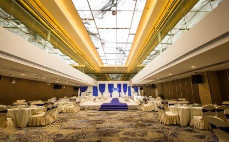国际厅 [ 最大30桌 · 高3.0m · 无柱 · 长方形 · 低消1388 ]